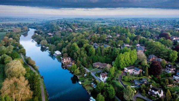 aerial photograph of reading showing caversham berkshire england uk