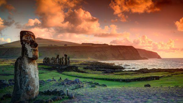 the lone moai with the ahu tongariki moai hanga roa easter island isla de pascua chile